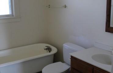bathroom10_bathroom.jpg