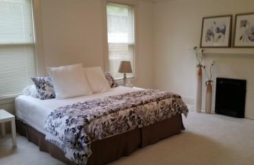 bed01_bedroom.jpg
