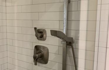 shower_glass_installed_9.JPG